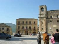Palazzo Comunale e Chiesa Maria SS. Assunta - 23 aprile 2006   - Palazzo adriano (3182 clic)