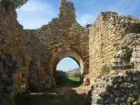 sulla rupe i ruderi del Castello Eufemio, di epoca medioevale - 4 ottobre 2007   - Calatafimi segesta (748 clic)