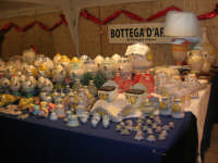 mercatino dell'artigianato in piazza Ciullo - ceramiche - 17 dicembre 2008  - Alcamo (817 clic)