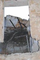 ruderi del paese distrutto dal terremoto del gennaio 1968 - 2 ottobre 2007   - Poggioreale (726 clic)
