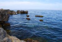 Capo San Vito - gli scogli e l'azzurro del mare - 10 maggio 2009  - San vito lo capo (1879 clic)