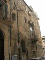 facciata laterale del palazzo Pastore in via Cernaia - 21 giugno 2007  - Alcamo (1426 clic)