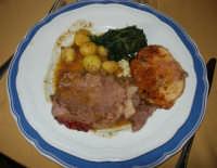 arrosto di vitello agli aromi, patate parisiennes, spinaci gratinati - 14 dicembre 2008   - Segesta (2333 clic)