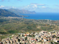 la città vista dal monte Bonifato e panorama del golfo di Castellammare - 8 dicembre 2006   - Alcamo (1484 clic)