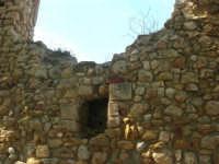 sulla rupe i ruderi del Castello Eufemio, di epoca medioevale - 4 ottobre 2007   - Calatafimi segesta (649 clic)