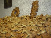 Gli altari di San Giuseppe - pane da offrire ai visitatori - 18 marzo 2009  - Balestrate (4041 clic)