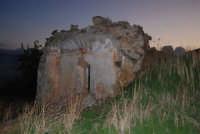 ruderi del paese distrutto dal terremoto del gennaio 1968 - 2 ottobre 2007   - Poggioreale (777 clic)