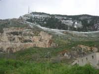 alle pendici del monte Bonifato innevato - 15 febbraio 2009   - Alcamo (2239 clic)