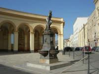 Piazza del Mercato del Pesce e statua di Venere Anadiomene - Lungomare Dante Alighieri - 25 maggio 2008  - Trapani (1113 clic)