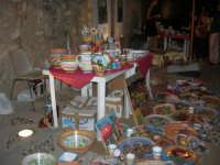 Calici di Stelle - ceramiche in mostra sul piazzale del Castello dei Conti di Modica - 10 agosto 2008   - Alcamo (660 clic)