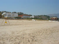case sulla spiaggia - 19 luglio 2007  - Alcamo marina (1176 clic)