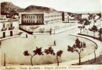 Piazza Garibaldi - edificio scolastico Cirincione  - Bagheria (4478 clic)