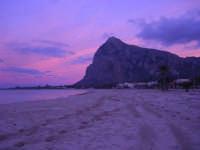all'imbrunire cielo e mare si tingono di rosa - 27 gennaio 2008  - San vito lo capo (664 clic)