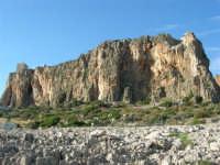 Macari - torre di avvistamento sul promontorio dietro l'Isulidda  - 20 maggio 2007  - San vito lo capo (1266 clic)