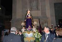 Venerdì Santo: processione del Cristo Morto e dell'Addolorata - piazza Ciullo, dinanzi la Chiesa del Collegio - 21 marzo 2008   - Alcamo (700 clic)
