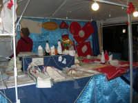 mercatino dell'artigianato in piazza Ciullo - pittura su stoffa - 17 dicembre 2008  - Alcamo (897 clic)