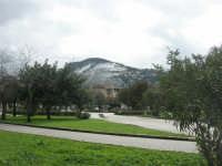 Piazza della Repubblica e monte Bonifato innevato 15 febbraio 2009  - Alcamo (2963 clic)