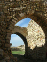 sulla rupe i ruderi del Castello Eufemio, di epoca medioevale - 4 ottobre 2007   - Calatafimi segesta (609 clic)