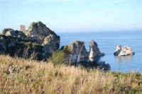 faraglioni e torre di avvistamento - 3 marzo 2008  - Scopello (772 clic)
