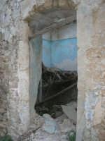 ruderi del paese distrutto dal terremoto del gennaio 1968 - 2 ottobre 2007  - Poggioreale (668 clic)
