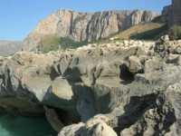 Golfo del Cofano - rocce sul mare ed entroterra - 29 luglio 2009  - Custonaci (1568 clic)