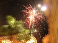 notte di capodanno in piazza Ciullo - spettacolo pirotecnico - 1 gennaio 2009  - Alcamo (2704 clic)