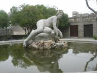 fontana con scultura - 1 maggio 2009   - Erice (1854 clic)