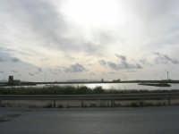 Riserva Naturale Orientata Saline di Trapani e Paceco - all'orizzonte le isole Eolie - 1 maggio 2009  - Trapani (1944 clic)