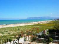 zona Canalotto: la spiaggia nel giorno della Pasquetta - 9 aprile 2007   - Alcamo marina (986 clic)