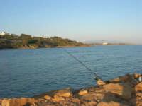 canna da pesca e panorama - 6 aprile 2008   - Marinella di selinunte (2764 clic)