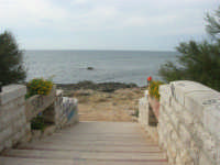Capo Lilybeo: la scalinata che porta agli scogli - 24 settembre 2007  - Marsala (913 clic)