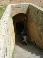Chiesa della SS. Trinità di Delia. Alla fine del 1800, nella parte sottostante la chiesa, è stata ricavata una cripta di famiglia: scalinata di accesso - 22 aprile 2007   - Castelvetrano (1962 clic)