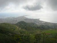panorama con foschia dal monte Erice - Trapani, le saline, le isole Egadi - 1 maggio 2009   - Erice (2134 clic)