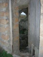 ruderi del paese distrutto dal terremoto del gennaio 1968 - 2 ottobre 2007  - Poggioreale (703 clic)