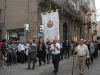 Processione in onore di Maria Santissima dei Miracoli, patrona di Alcamo - Corso VI Aprile - 21 giugno 2009   - Alcamo (2051 clic)