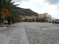 Piazza Petrolo - 10 dicembre 2009  - Castellammare del golfo (1389 clic)