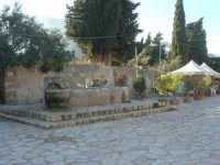 la fontana nella piazzetta - 3 marzo 2008  - Scopello (675 clic)