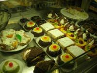 I prelibati dolci esposti nel Caffè Pino Pasticceria - 28 settembre 2007  - San vito lo capo (2323 clic)