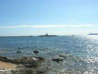 mare, scogliera, il faro ed isole Egadi dal Villino Nasi - 6 settembre 2007  - Trapani (909 clic)
