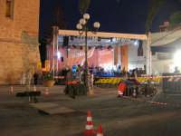 il palco in Piazza Santuario: preparativi e prove . . . aspettando il Cous Cous Fest - 21 settembre 2008  - San vito lo capo (1525 clic)