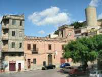 Piazza Libertà e torre cilindrica del Castello - 28 giugno 2009   - Salemi (3091 clic)