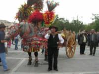 carretti siciliani e canti popolari in piazza Della Repubblica - 18 maggio 2008   - Alcamo (919 clic)
