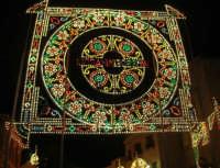 Festeggiamenti Maria SS. dei Miracoli - Illuminazione straordinaria in Piazza Ciullo - 20 giugno 2008  - Alcamo (686 clic)