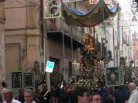 festeggiamenti in onore di Maria Santissima dei Miracoli, Patrona di Alcamo - Processione in corso 6 Aprile (corso stretto) - 21 giugno 2007  - Alcamo (1202 clic)