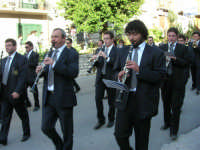 festa del Santissimo Volto: la banda musicale si esibisce per le vie del paese - 14 maggio 2006  - Chiusa sclafani (2528 clic)