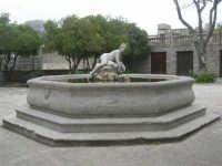 fontana con scultura - 1 maggio 2009   - Erice (2274 clic)