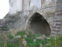ruderi del paese distrutto dal terremoto del gennaio 1968 - 2 ottobre 2007  - Poggioreale (829 clic)
