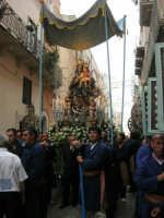 festeggiamenti in onore di Maria Santissima dei Miracoli, Patrona di Alcamo - Processione in corso 6 Aprile (corso stretto) - 21 giugno 2007  - Alcamo (1078 clic)