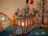 All'interno del Castello dei Conti di Modica, Mostra Artigianato a cura di Calandra Carlo - Decorazioni su vasi, bottiglie ecc. - 26 dicembre 2006   - Alcamo (1101 clic)