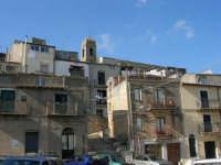 case, scalinata e campanile - 23 aprile 2006   - Prizzi (2514 clic)